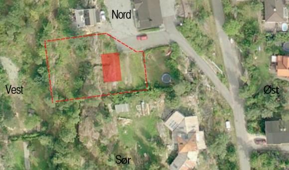 Flyfoto av tomta med grenser og hvordan vi med de første skissene tenkte på plassere huset.